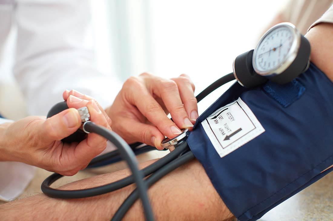 Ayurvedamedizin-Anamnese-Diagnose_Blutdruckmessen