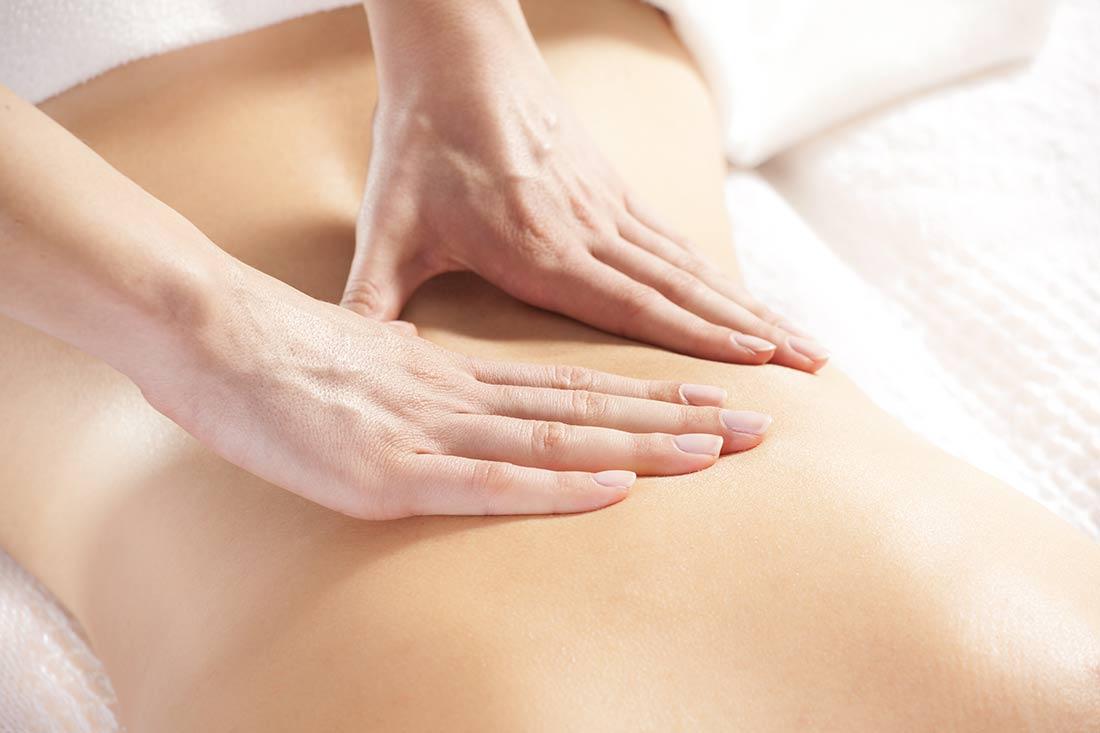 gewichtsmanagement-5-Tage-Kurzkur-abnehmen_Frau-in-Massage